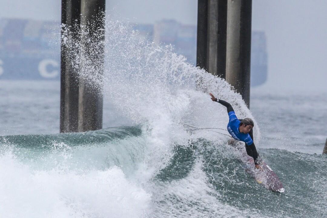 Kanoa Igarashi participe à un quart de finale à l'US Open de surf