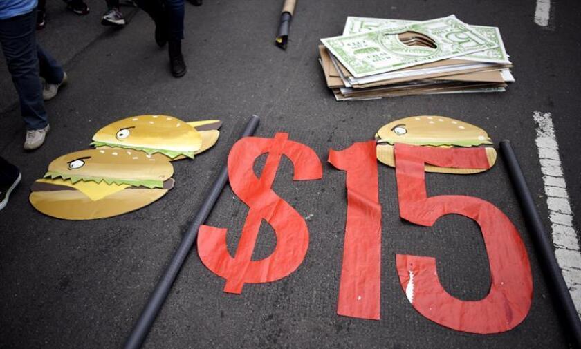 Un magistrado rechazó hoy los argumentos presentados por una coalición de comerciantes que pretendían frenar la ley estatal que aumenta el salario mínimo en Arizona y que entrará en vigor el próximo 1 de enero. EFE/Archivo