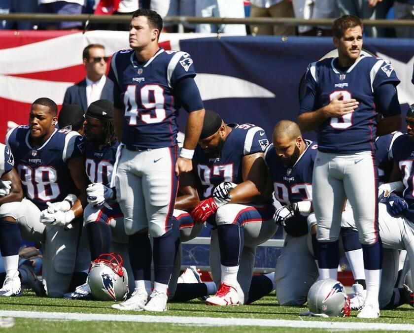 New England Patriots players hold hands, lock arms and kneel during the National Anthem prior to the start of their game against the Houston Texans at Gillette Stadium in Foxboro, Massachusetts, USA. EFE/EPA