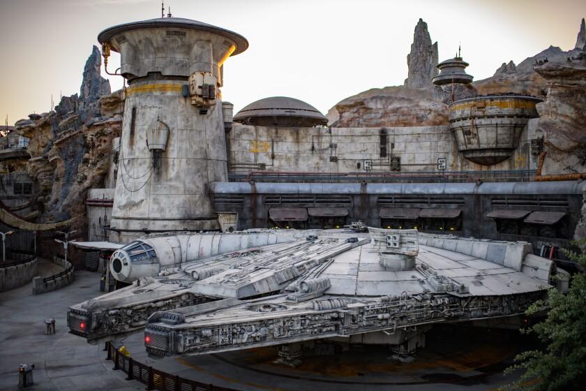 Star Wars: GalaxyÕs Edge - Millennium Falcon: Smugglers Run