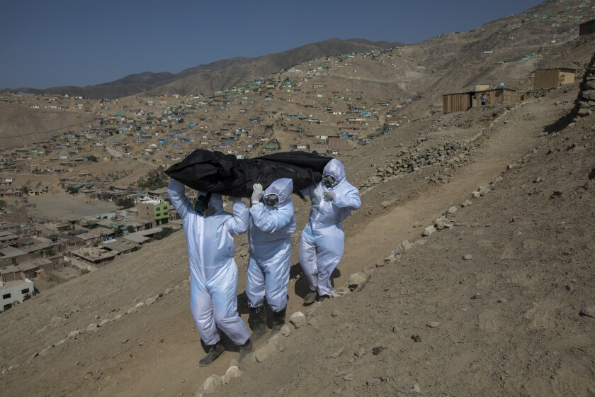 Virus Outbreak Peru - Collecting the Dead