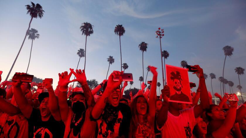 El público concurrente al festival de música electrónica HARD Summer realizado en Pomona. (Luis Sinco/Los Angeles Times).