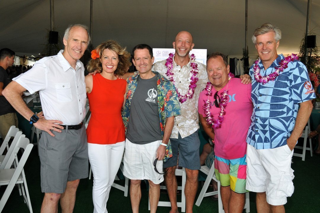"""Dr. Carl June (Rell Sunn Award winner), Dr. Catriona Jamieson, Dr. Scott Lippman (UCSD Moores Cancer Center director), Larz Lock (event chair), Peter """"P.T."""" Townend (honorary chair), J. Sam Armstrong (event co-founder)"""