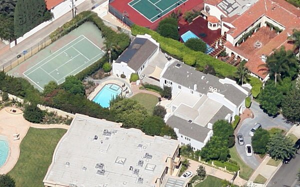The home (center) at 1021 N. Roxbury Drive in Beverly Hills where lyricist Ira Gershwin once lived.