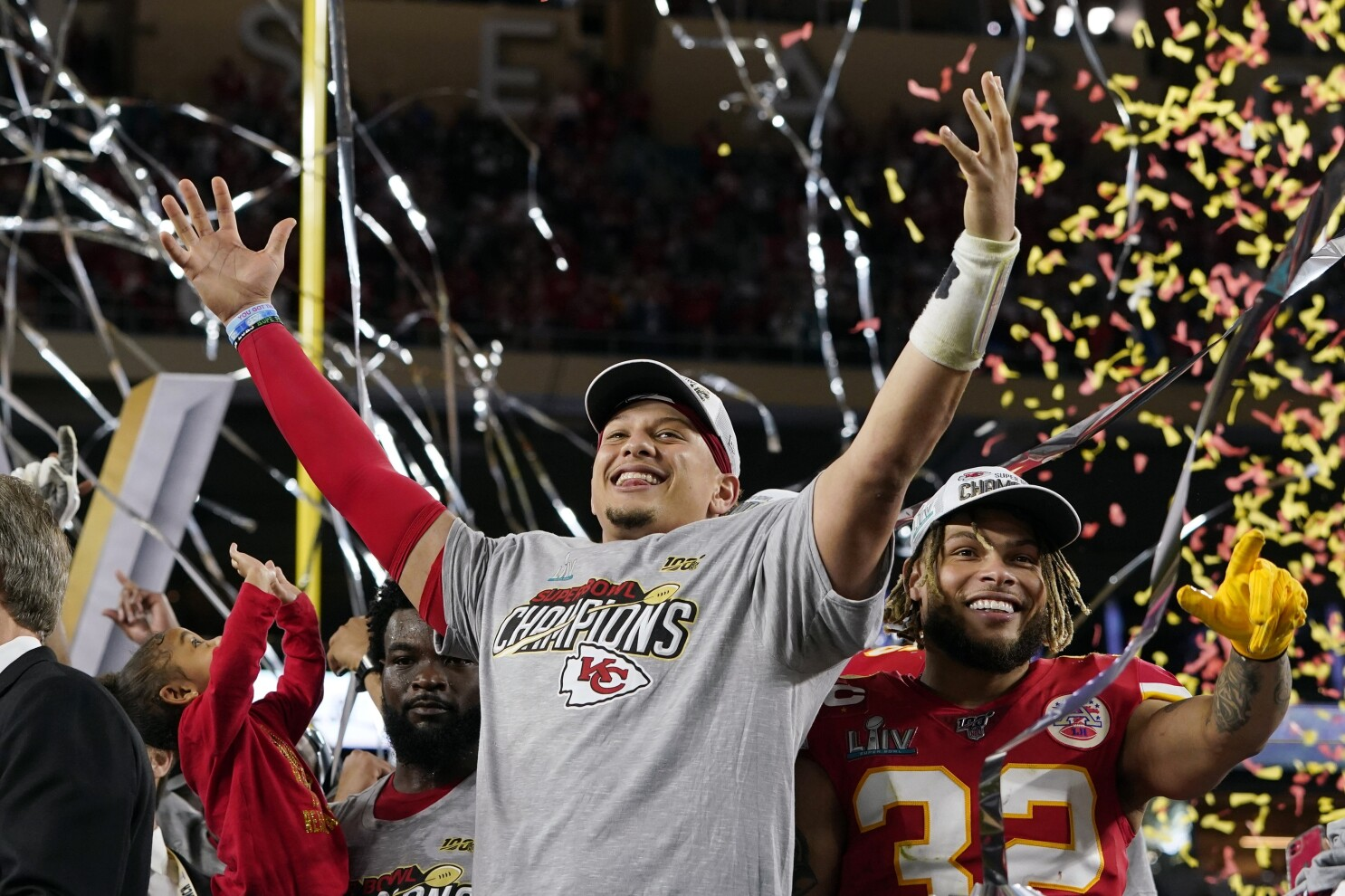 Super Bowl 2020 Chiefs Rally To Defeat The 49ers 31 20 Los Angeles Times