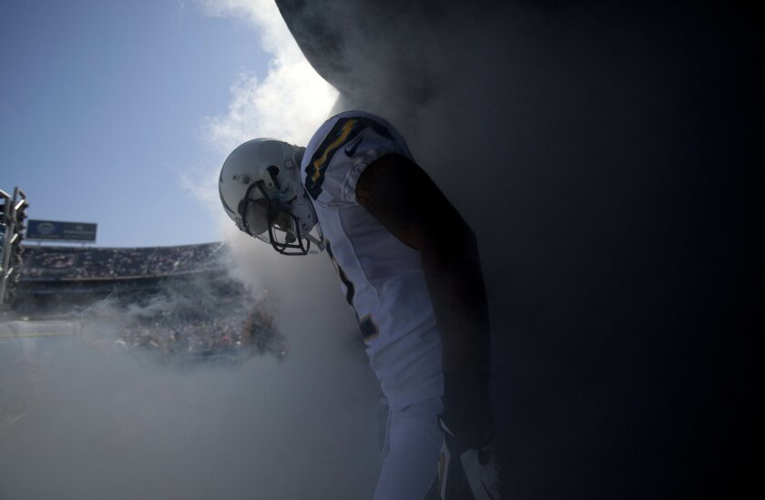 Robert Meachem enters the game throught a cloud of smoke.