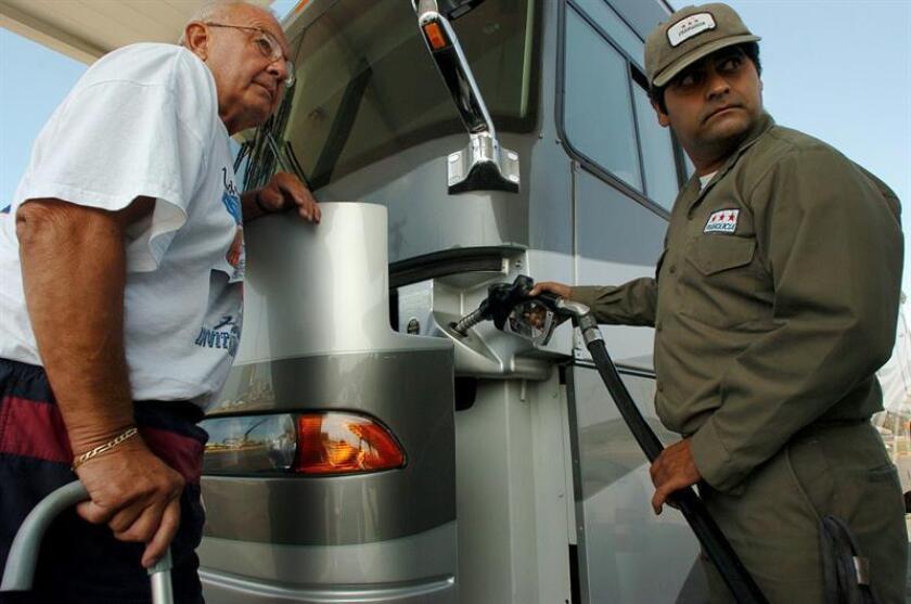 Las estaciones de servicio situadas en la frontera sur del país presentan un incremento en la venta de gasolina debido al pronunciado aumento del precio de los combustibles en México decretado por el Gobierno. EFE/ARCHIVO