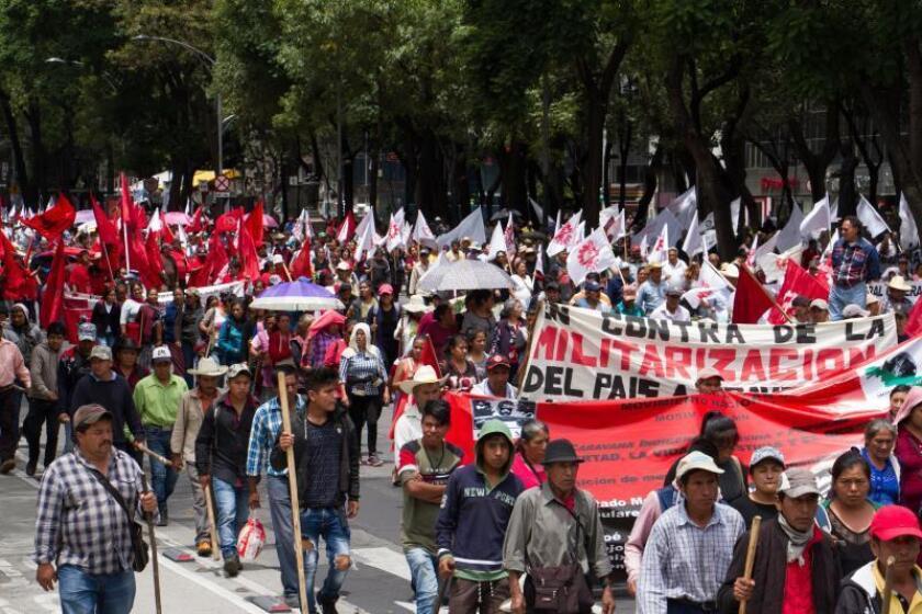 Miles de campesinos marchan este jueves, por el céntrico Paseo de la Reforma de la Ciudad de México (México). EFE/ Madla Hartz