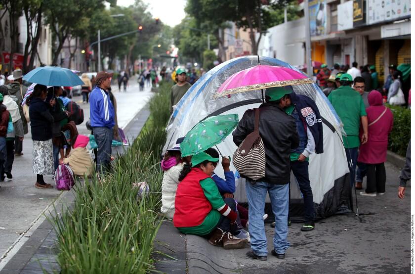Integrantes del Frente Auténtico del Campo (FAC) pernoctarán en el plantón indefinido que instalaron hoy en Avenida Bucareli cerca de la Segob.