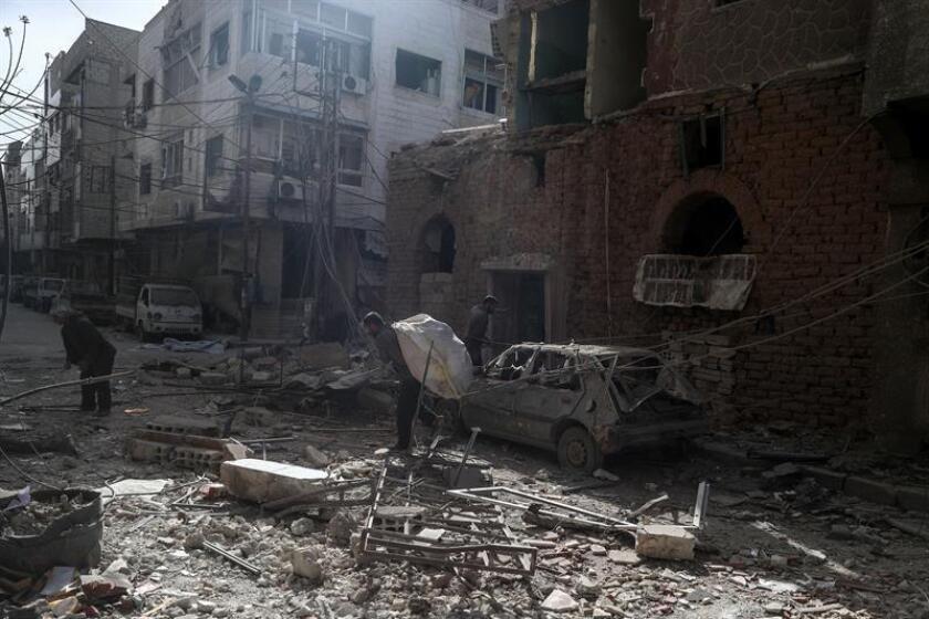 Vista de un área destrozada tras un bombardeo en Duma (Siria). EFE/Archivo