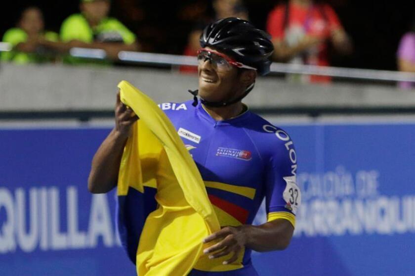 El patinador colombiano Edwin Estrada fue registrado este domingo al celebrar su victoria en la prueba de los 500 metros sprint masculino de los Juegos Centroamericanos y del Caribe 2018, en Barranquilla (Colombia).