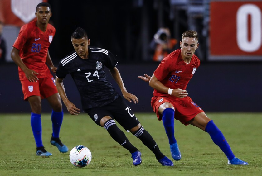 Mexico's Roberto Alvarado, middle, handles the ball against the U.S. in a friendly Sept. 6, 2019.