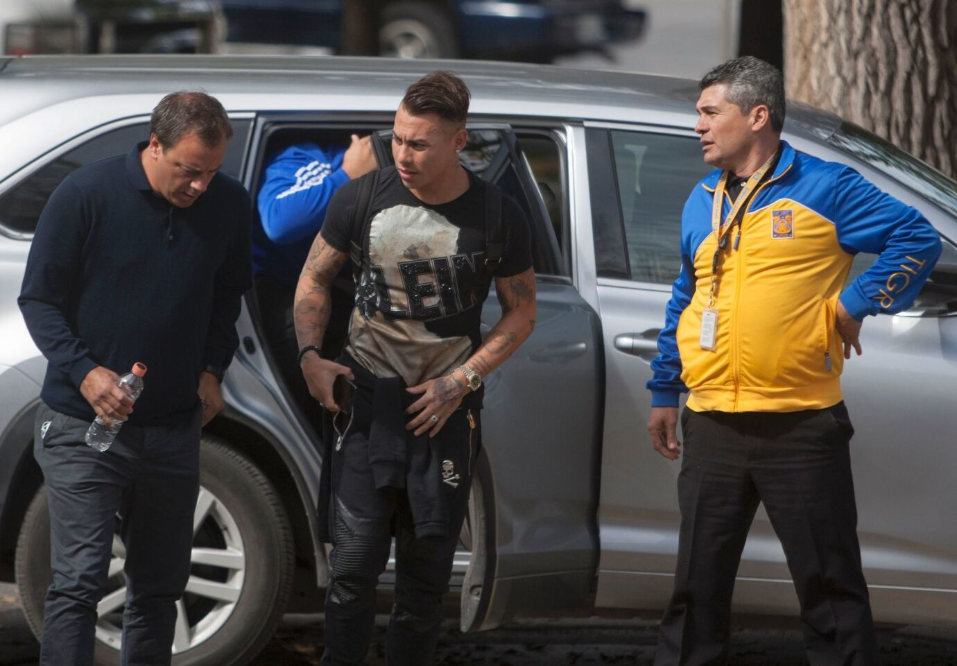 Chilean striker Eduardo Vargas (C) arrives for medical tests to play with his new team Mexican Tigres at the University Hospital of the city of Monterrey in Nuevo Leon, Mexico, on January 29, 2017. / AFP PHOTO / JULIO AGUILARJULIO AGUILAR/AFP/Getty Images ** OUTS - ELSENT, FPG, CM - OUTS * NM, PH, VA if sourced by CT, LA or MoD **