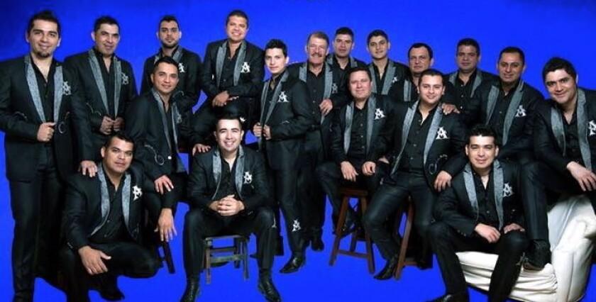 Esta es la formación actual de La Arrolladora Banda El Limón, que tiene ya muchos años de trayectoria y cuenta ahora con un álbum nuevo.