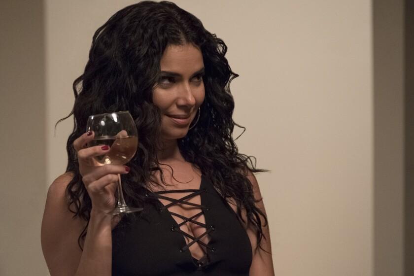 """Roselyn Sánchez en una escena de """"Traffik"""", un thriller' en el que interpreta a una mujer involucrada en una relación injusta."""