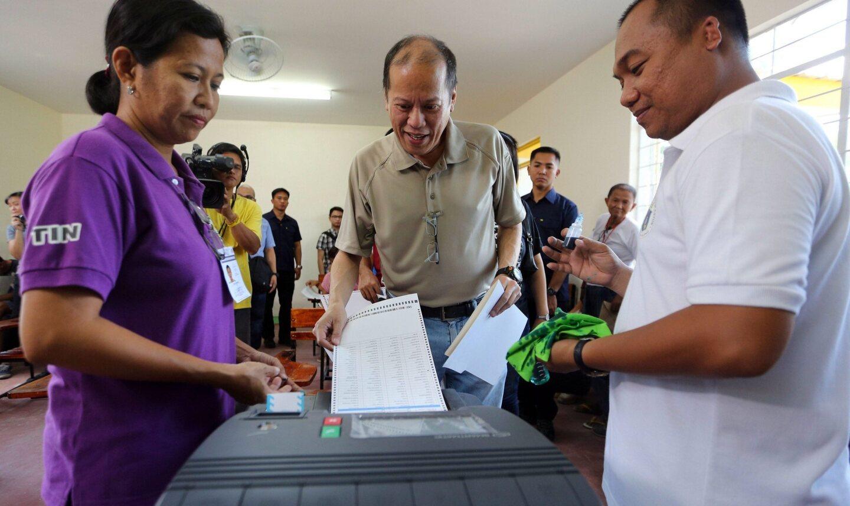 Philippines President Benigno Aquino III casts his vote at a public school in Tarlac on May 9.