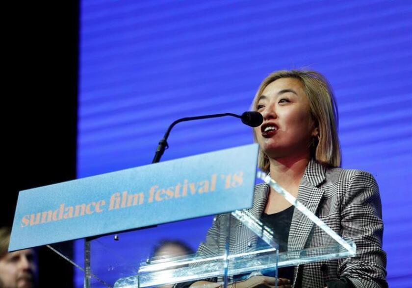 Chinese director Cathy Yan accepts the World Cinema Dramatic: Special Jury Award for Ensemble Acting for the movie 'Dead Pigs' during the the 2018 Sundance Film Festival Awards Night in Park City, Utah, USA. EFE/EPA/Archivo