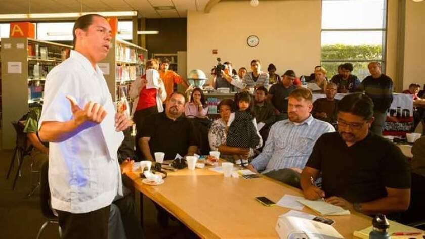 Ron Góchez es profesor de profesión y organizador comunitario en el Sur de L.A.
