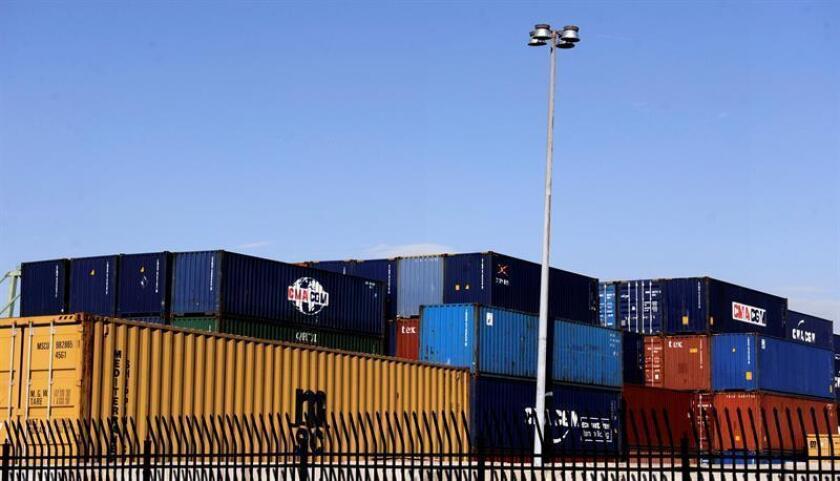 El déficit de la balanza comercial de Estados Unidos aumentó en octubre un 17,8%, hasta los 42.600 millones de dólares, por un sólido avance de las importaciones, que se situaron en su nivel más alto desde agosto de 2015. EFE/ARCHIVO