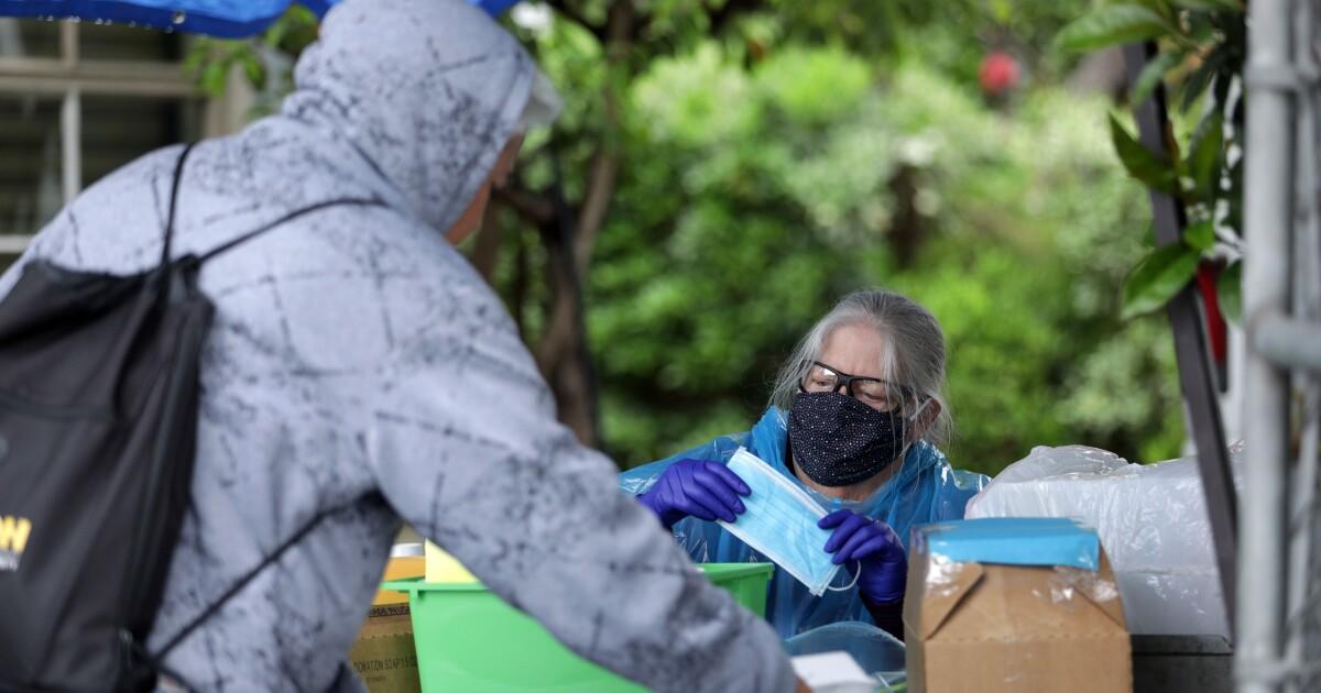 Καλύπτοντας μέχρι να σταματήσει coronavirus δεν είναι και τόσο εύκολο για πολλούς από L. A. τους άστεγους κατοίκους