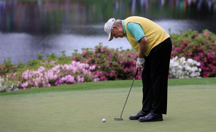 """El presidente Donald Trump, de visita en Florida para celebrar este jueves con su familia la fiesta de Acción de Gracias, dedicó hoy parte del día a un """"breve"""" partido de golf con la leyenda de este deporte Jack Nicklaus (imagen). EFE/ARCHIVO"""