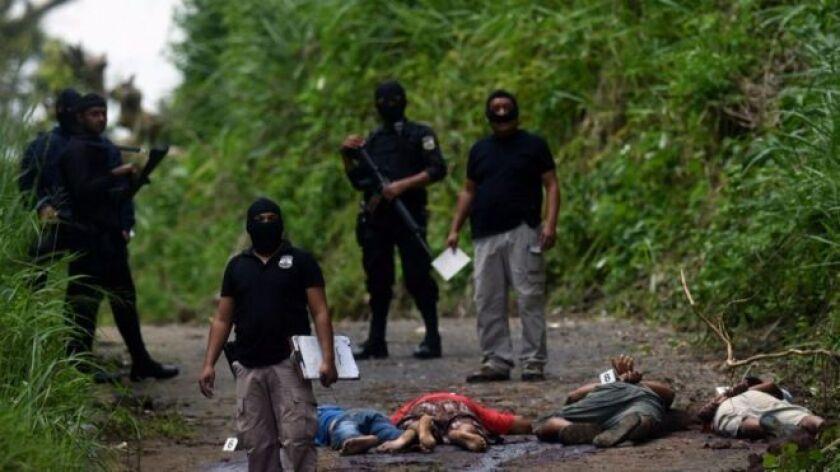 La guerra contra las drogas en México cumple una década. Pero entre el saldo de decenas de miles de personas muertas, desaparecidas o desplazadas que provoca, existe una víctima colateral de la que poco se habla: Centroamérica.