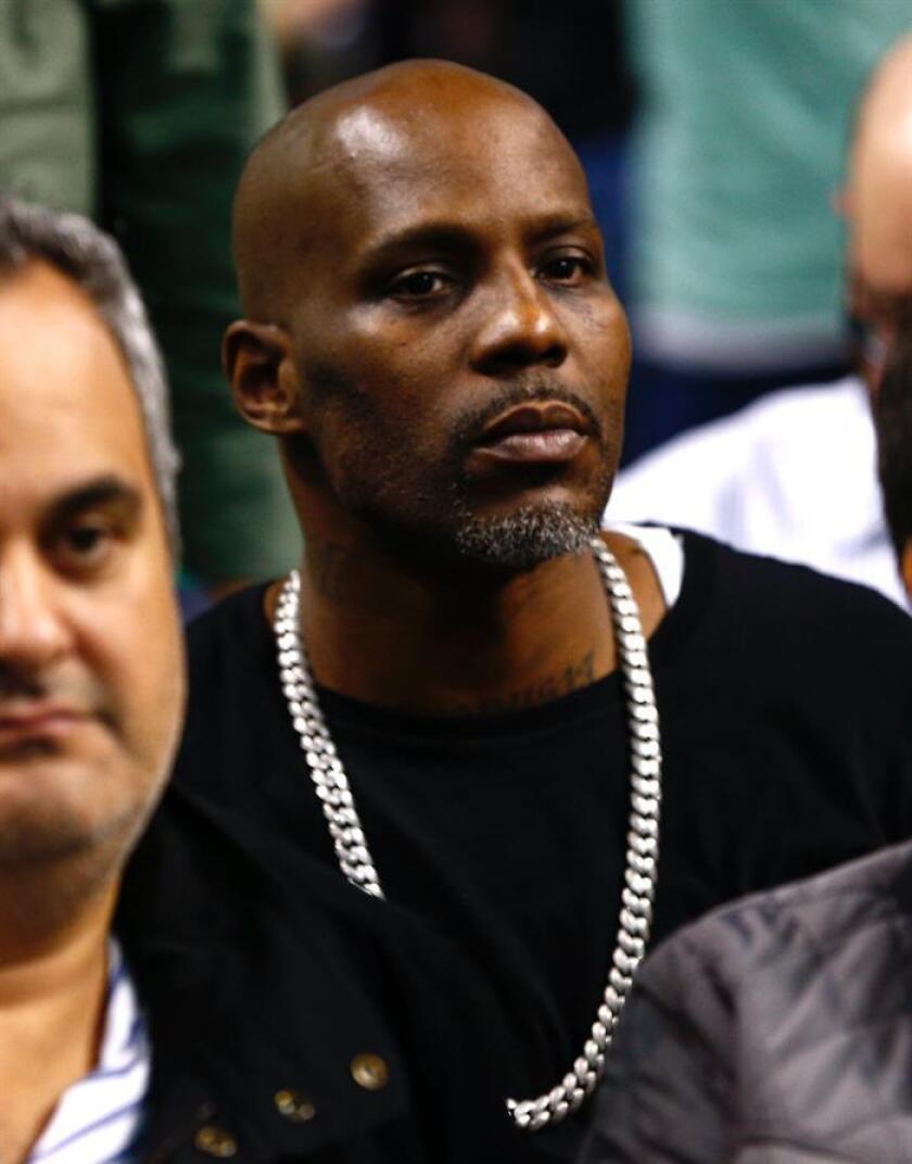 El actor y rapero estadounidense DMX, cuyo nombre real es Earl Simmons (d), fue condenado hoy en una corte de Nueva York a cumplir un año de cárcel por fraude fiscal, informó la fiscalía federal para el distrito sur en Manhattan. EFE/ARCHIVO