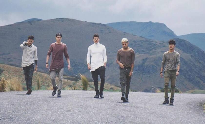 Los integrantes de CNCO en una imagen promocional del nuevo video.