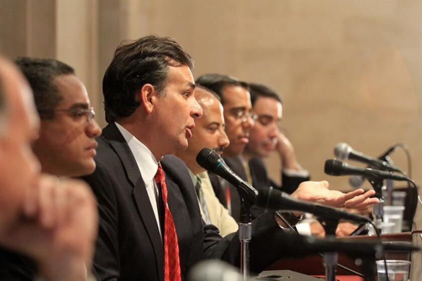 El expresidente del Senado de Puerto Rico, Eduardo A. Bhatia, anunció hoy que el Departamento de Justicia Federal contestó hoy la petición formal de la Cámara Alta de la isla para que atendiera y recomendara al presidente de Estados Unidos, Barrack Obama, la liberación del independentista puertorriqueño, Oscar López, y en una misiva confirmó que el documento fue añadido al trámite de petición de clemencia. EFE/ARCHIVO/SOLO USO EDITORIAL