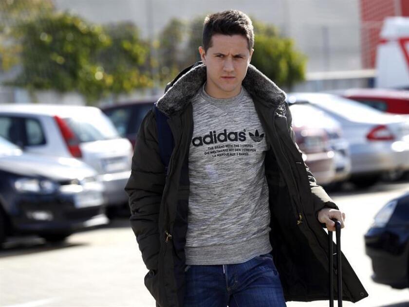 Ander Herrera, centrocampista español del PSG, sufre una lesión muscular en su muslo izquierdo que le corta el ritmo en pretemporada y le tendrá entre tres y cuatro semanas de baja, como confirmó el club francés en un parte médico. EFE/Sergio Barrenechea/Archivo