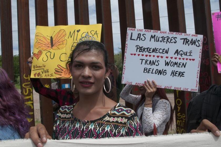 La vida y la seguridad de las personas LGBTI de El Salvador, Guatemala y Honduras están expuestas a un peligro cada vez mayor porque las autoridades de sus países no las protegen, dejándolas sin otra opción que huir y enfrentar más peligros en México, denunció hoy Amnistía Internacional (AI). EFE/ARCHIVO