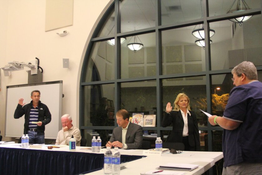 Rancho Santa Fe School District Superintendent Lindy Delaney swears in returning board members Todd Frank and Marti Ritto. Photo by Karen Billing