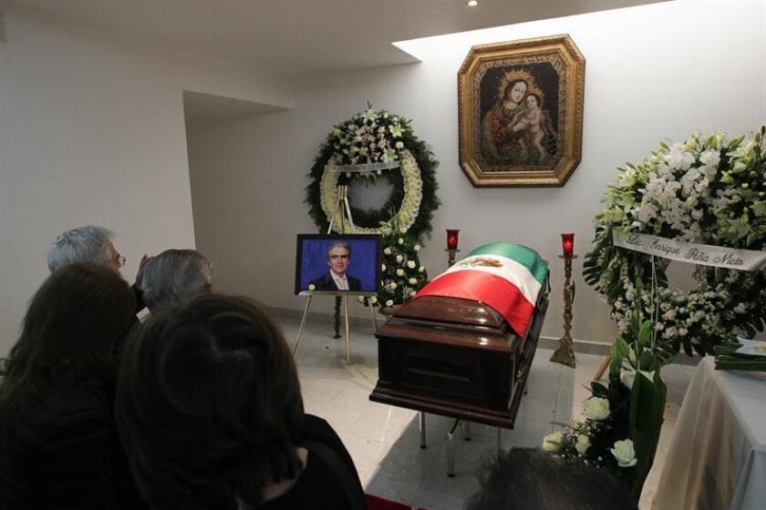 Personalidades de las artes, la política y la vida social de México coincidieron hoy en destacar el legado del escritor Rafael Tovar y de Teresa, Secretario de Cultura, fallecido esta madrugada, en favor de las instituciones culturales. EFE/ARCHIVO