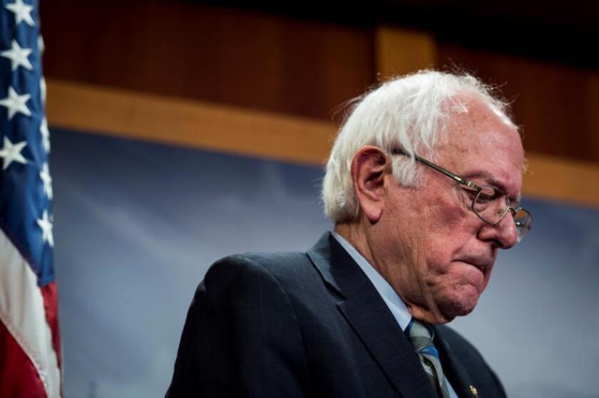 El senador Bernie Sanders ofrece el miércoles 30 de enero de 2019 una rueda de prensa en el Capitolio para anunciar la reintroducción de una resolución para poner fin al apoyo estadounidense a la guerra liderada por los saudíes en Yemen, en Washington, DC (EE. UU.). EFE/Achivo