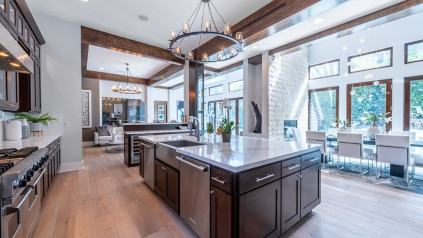 Lindsey Vonn is seeking $2,999,999 for her Sherman Oaks home.