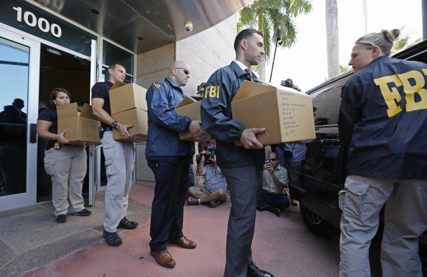 Agentes del FBI se llevaron documentos de las oficinas de CONCACAF en Miami Beach, Florida.