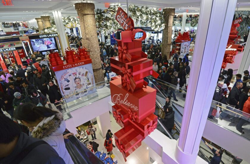La cadena de grandes almacenes Macy's cerrará este año un total de 68 tiendas y despedirá a unos 10.000 empleados como parte del proceso de reestructuración anunciado el verano pasado, arrastrado por un fuerte descenso de sus ventas.