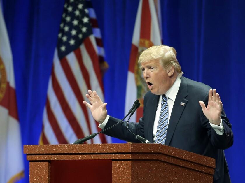El aspirante presidencial republicano Donald Trump en un acto de campaña en Orlando, Florida.