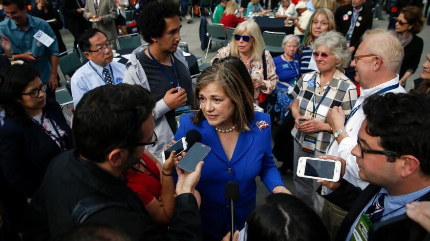 En una entrevista transmitida en español este viernes por la cadena Univision 19 de Sacramento, Sánchez, hija de inmigrantes hispanos, dijo que tanto el presidente Obama como la candidata Kamala Harris, su rival, son afroamericanos.