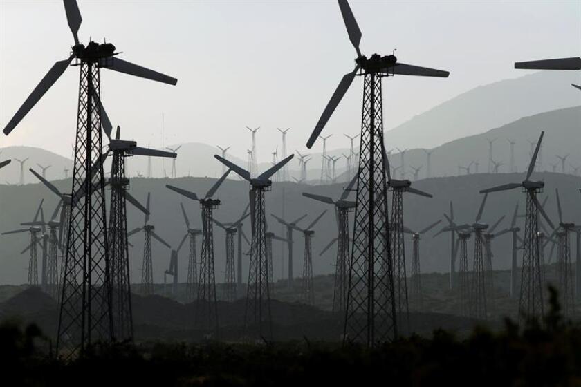 Propulsores de una iniciativa de ley para que la mitad de la energía en Arizona sea renovable en el año 2030 aseguraron hoy que la propuesta obtuvo las suficientes firmas válidas de votantes, por lo que estará en las urnas el próximo noviembre. EFE/ARCHIVO