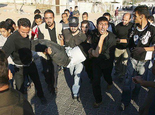 Israeli Offensive Pushes Into Gaza
