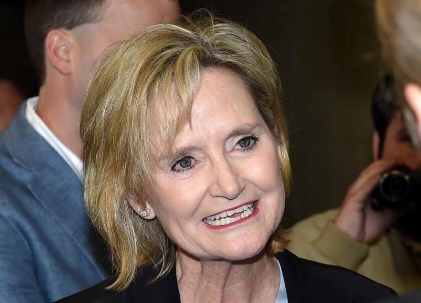 El presidente, Donald Trump, hará campaña el próximo lunes en Misisipi con la senadora republicana Cindy Hyde-Smith, que compite por un escaño permanente en el Senado y ha sido acusada de racismo por unas declaraciones en las que parecía aprobar los linchamientos de negros. EFE/ARCHIVO