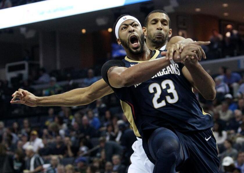 En la imagen, Anthony Davis (frente), jugador de los Pelicans de Nueva Orleans. EFE/Archivo