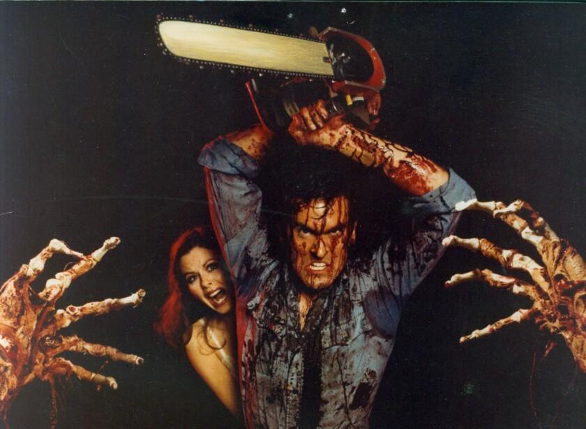 """Bruce Campbell en una escena de """"Evil Dead""""."""