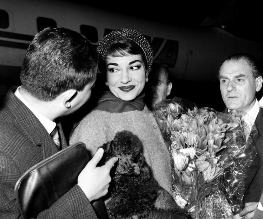 La cantante María Callas a su llegada al aeropuerto de Barajas procedente de Roma.EFE/Archivo