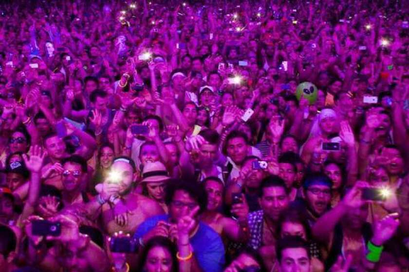 Crowd at Coachella 2012, with smartphones