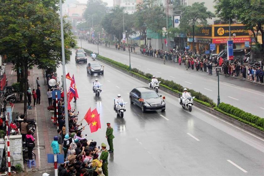 La comitiva del líder norcoreano Kim Jong-un a su llegada, este martes, a Hanoi, Vietnam. EFE