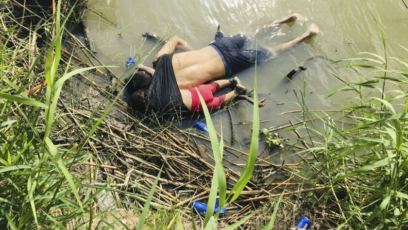 EDS NOTE: GRAPHIC CONTENT - The bodies of Salvadoran migrant Oscar Alberto Martínez Ramírez and his
