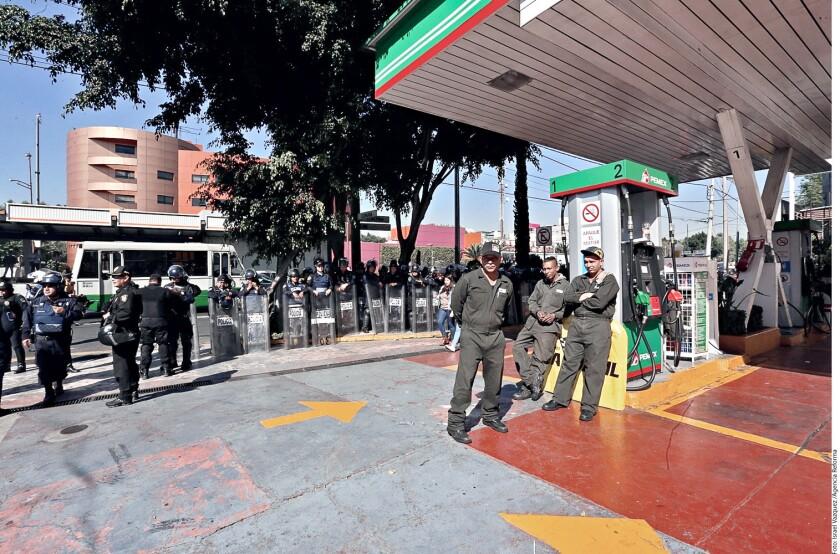 El escenario para los precios de las gasolinas en México, al menos hasta junio próximo, será de alzas, según un cálculo realizado por Grupo REFORMA, avalado por especialistas.