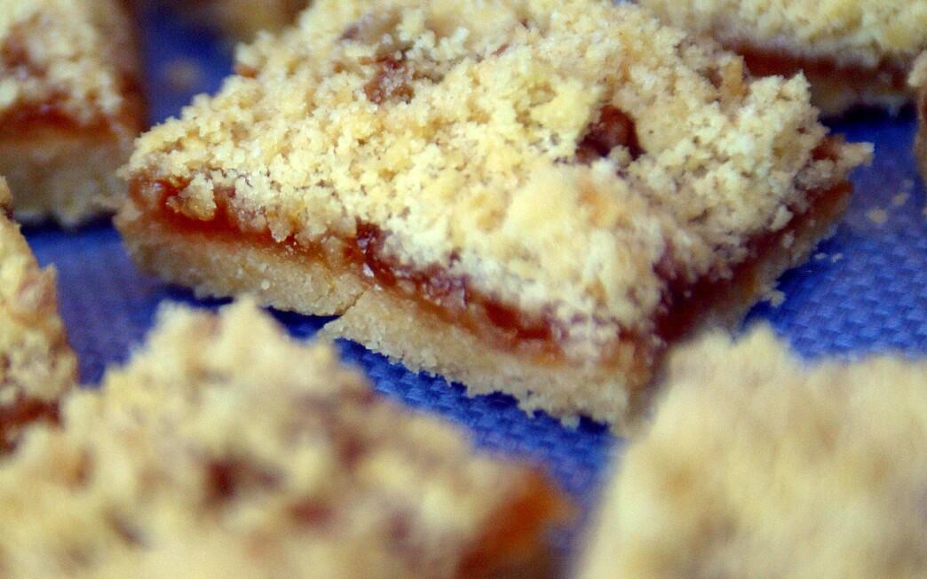 Passover apricot bars